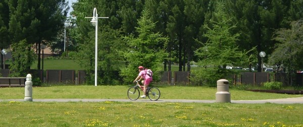Cyclist on the Hub Trail